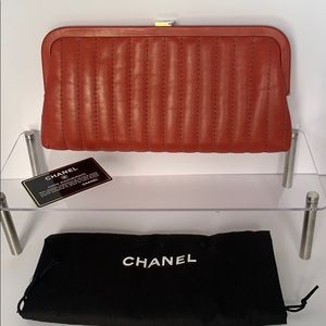 Authentic Chanel red clutch beautiful ❤️❤️❤️